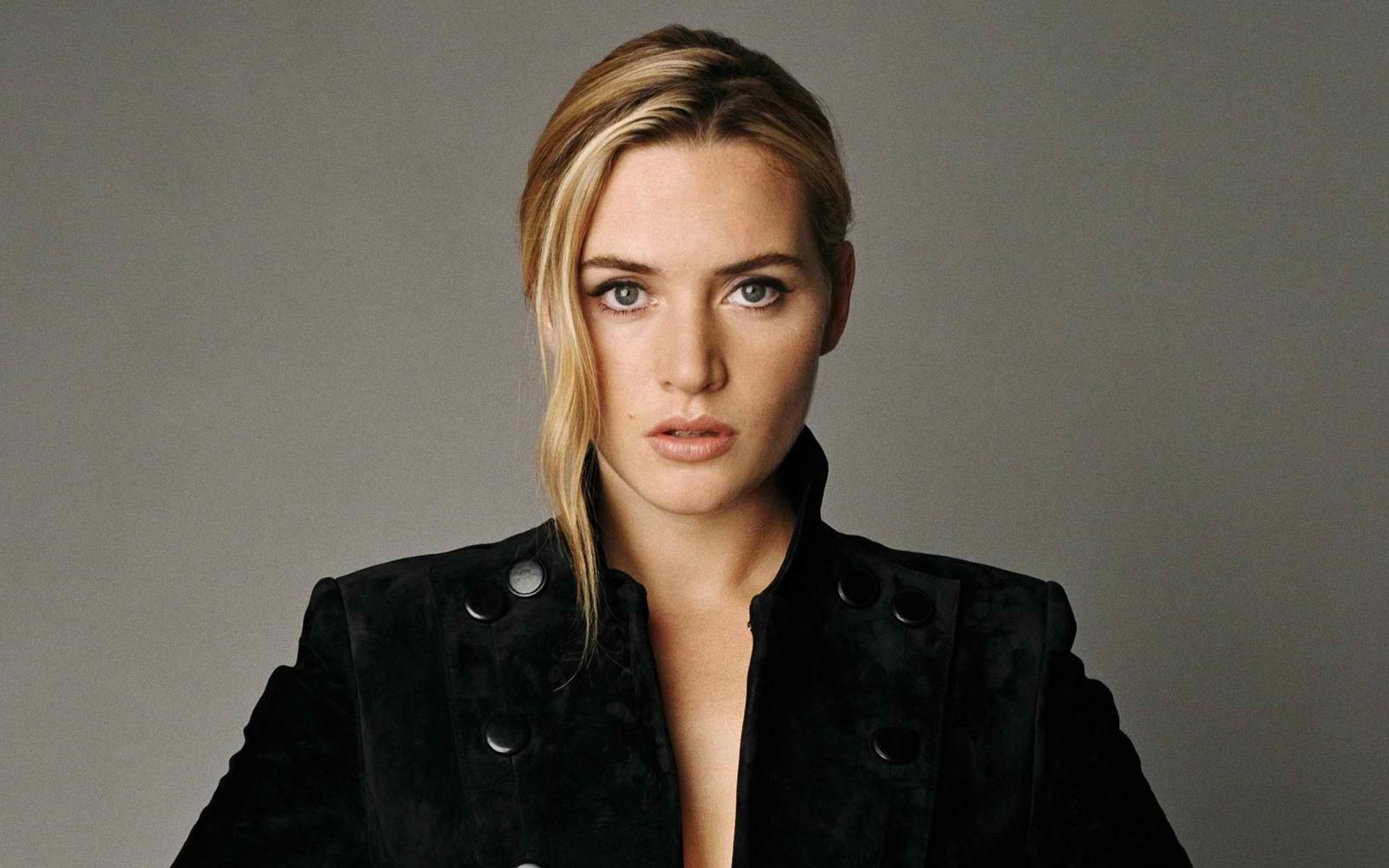 Kate Winslet trägt  (Mantel )